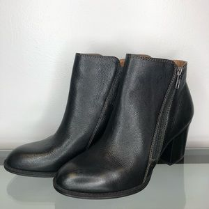 NWOT Sofft Leather Ankle Booties